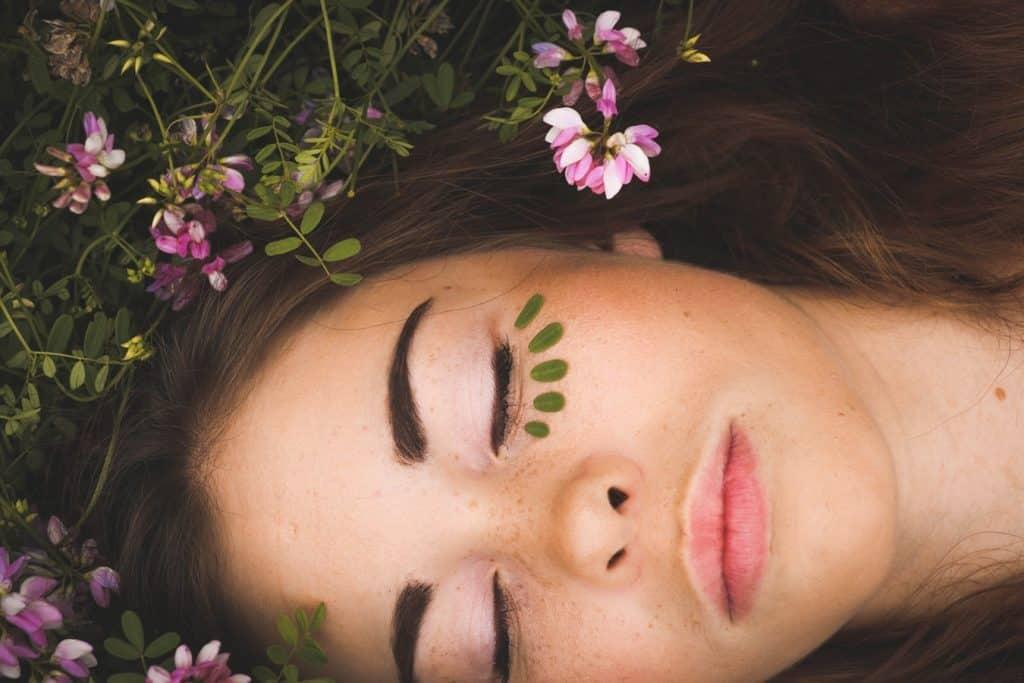 La pollution pénètre aussi par la peau… Protégez-là !