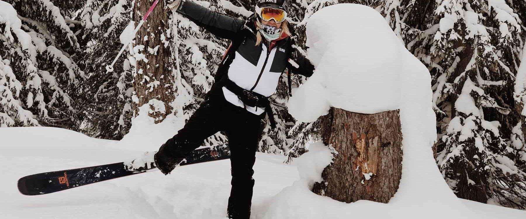 fille qui fait du ski