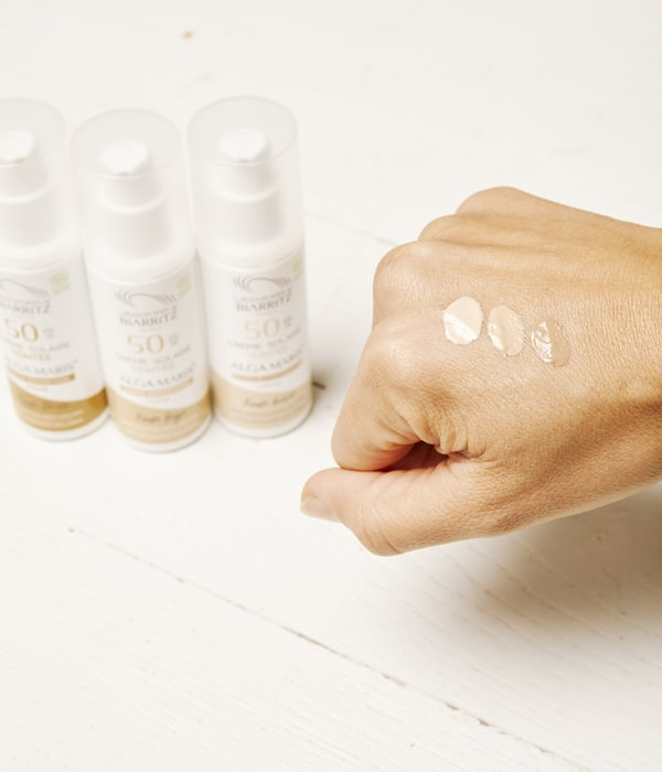Crème solaire teintée pour le visage certifiée Bio par Les Laboratoires de Biarritz